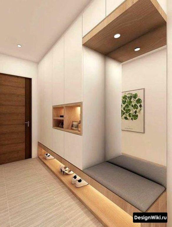 Мягкая лавка встроенная в шкаф в прихожей с местом для хранения обуви под ней