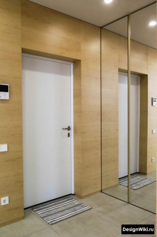 Отделка небольшой прихожей деревянными МДФ панелями