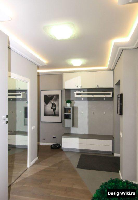 Современный вариант шкафа с антресолью для прихожей