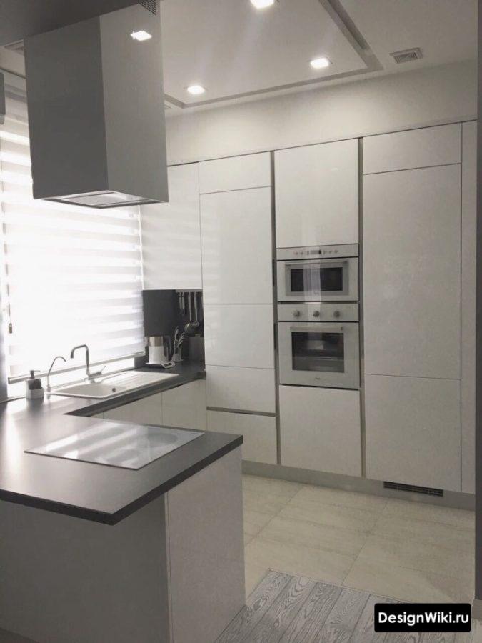 Барная стойка-остров на белой кухне