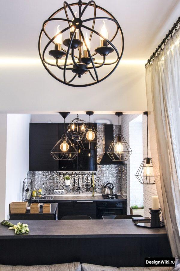 Дизайнерские светильники в интерьере кухни-гостиной