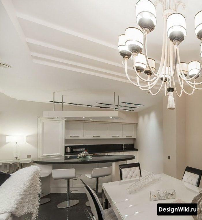 Круглая барная стойка на кухне в классическом стиле