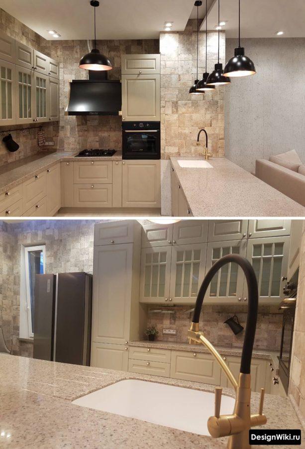 Подвесные светильники над барной стойкой в кухне-гостиной