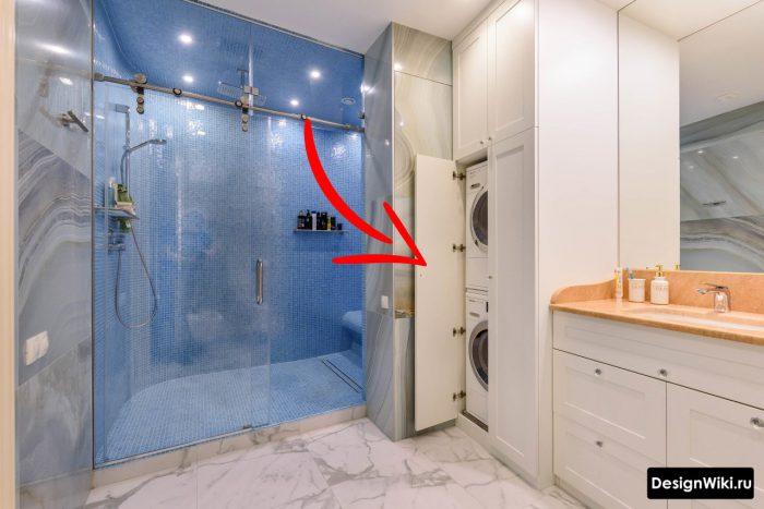 встроенные сушильная и стиральная машина в дизайне ванной