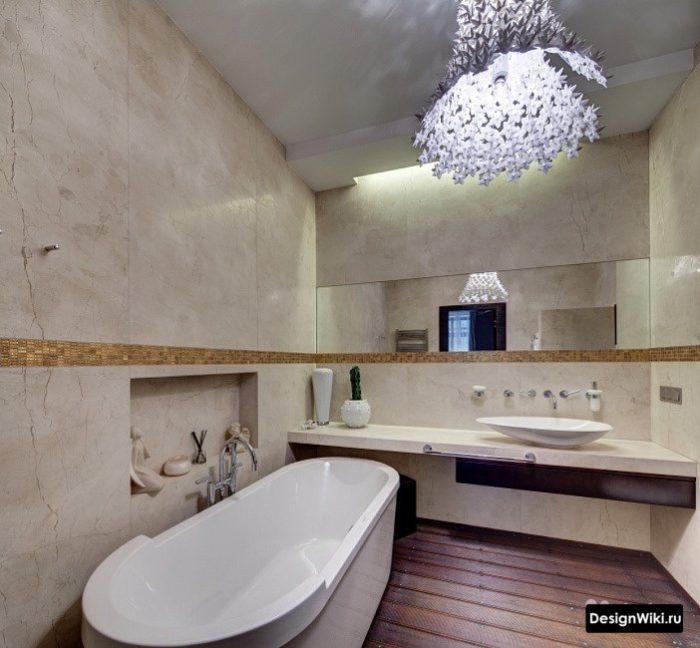 дизайн ванной со столешницей и отдельностоящей ванной