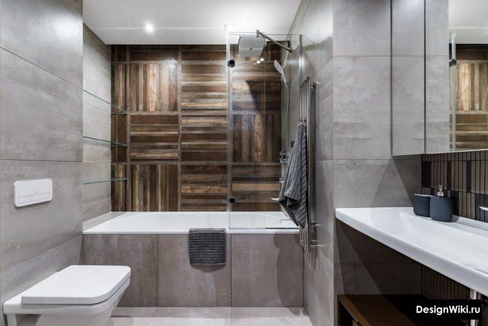 серая ванная комната с плиткой под бетон и дерево