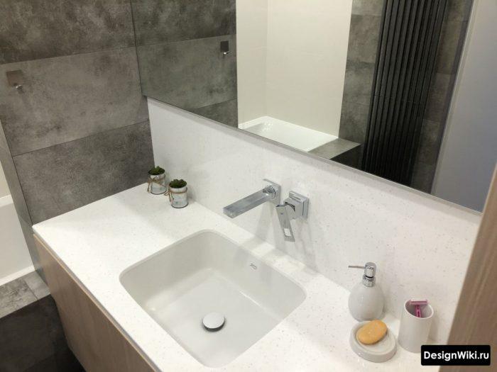 современный встроенный смеситель в ванной