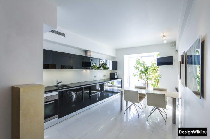Белая квадратная плитка 60 на 60 сантиметров для пола кухни