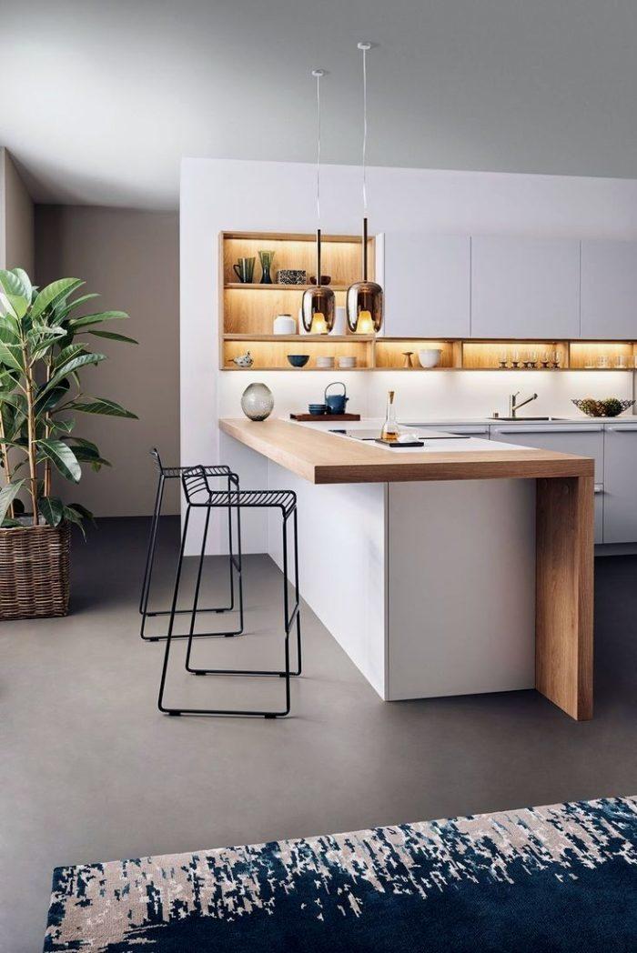 Белая кухня совмещенная с гостиной с наливным полом в стиле минимализм