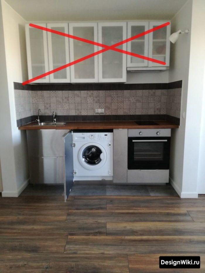 Верхние шкафы кухни с вставками из полупрозрачного стекла