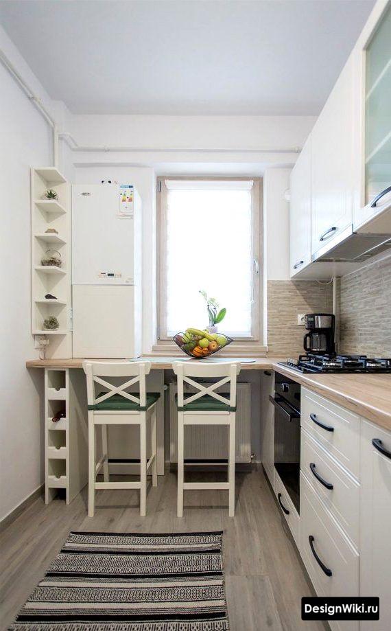 Идея обустройства маленькой кухни с подоконником столешницей