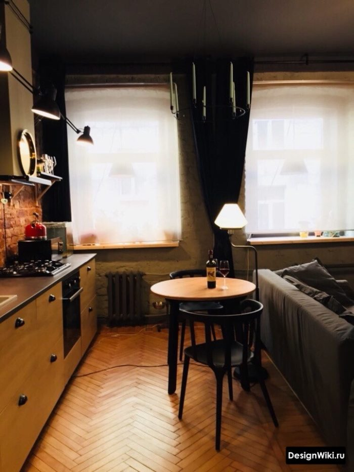 Интерьер кухни-гостиной в тёмных тонах