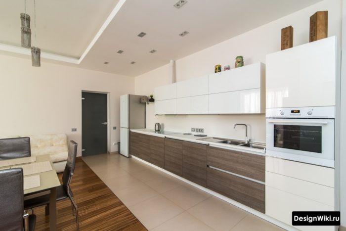 Комбинированный пол на кухне из плитки и паркета