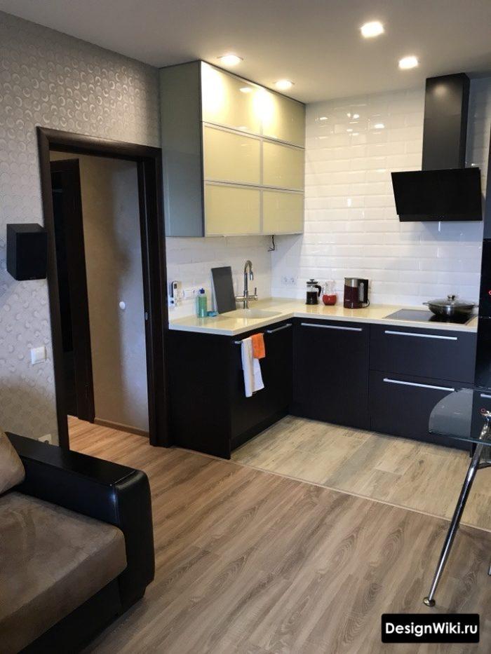 Комбинирование плитки и ламината на полу в кухне