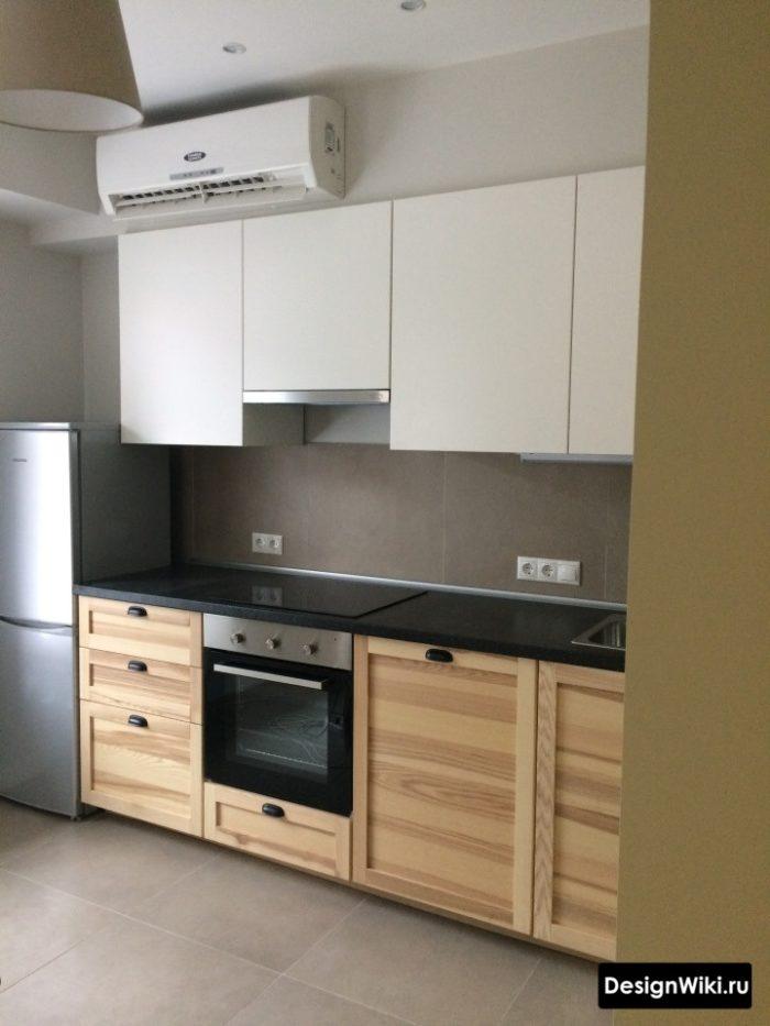 Кухня белый матовый верх и массив дерева с фрезеровкой внизу