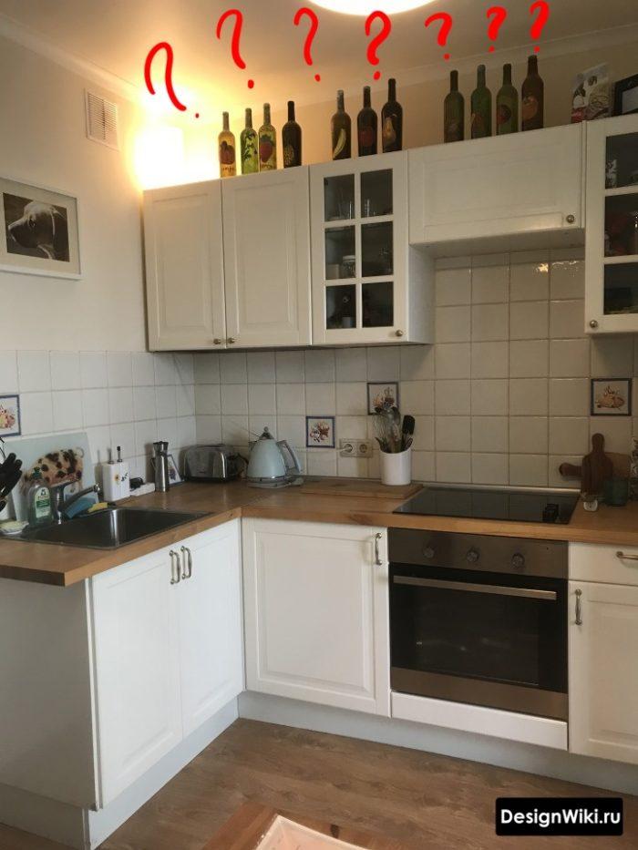 Маленькая кухня в стиле неоклассика не до потолка - ошибка
