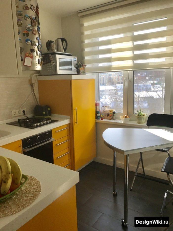 Недорогой яркий кухонный гарнитур