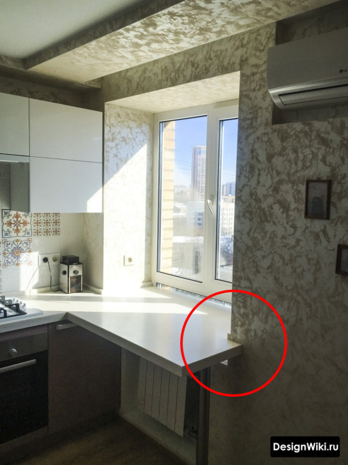 Окно ниже столешницы на кухне в хрущевке - пример как сделать подоконник