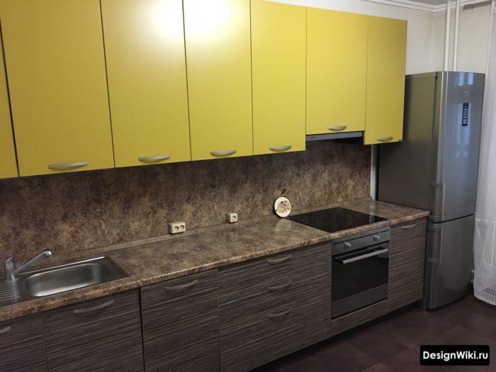 Оливковый цвет фасадов недорогого кухонного гарнитура из ДСП
