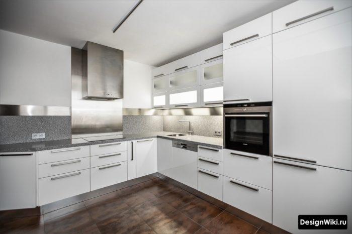 Плитка под ржавый металл для пола современной кухни