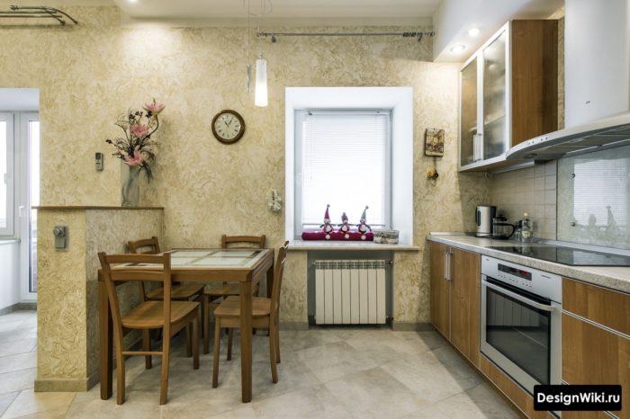 Серая керамическая плитка 60 сантиметров на полу кухни
