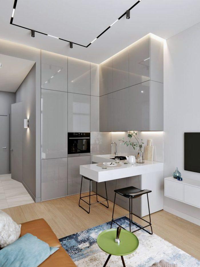 Серый глянцевый гарнитур в интерьере кухни-гостиной в стиле минимализм