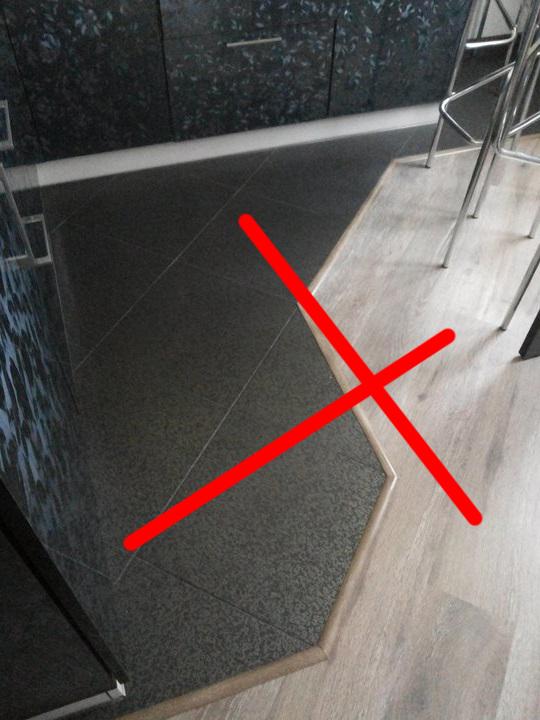 Стык порожком между плиткой и ламинатом на кухне