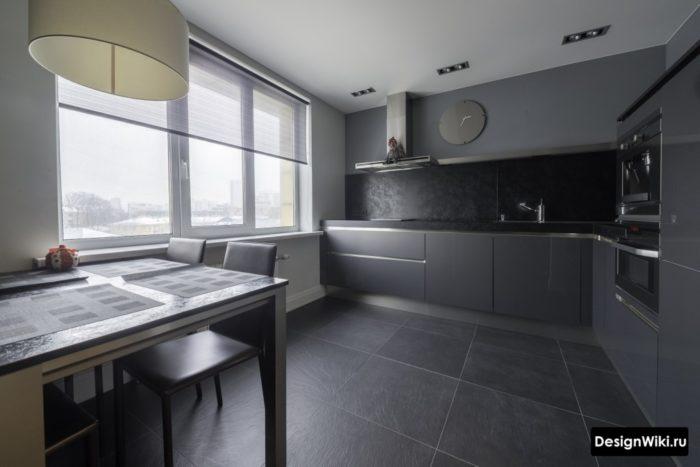 Черная плитка на кухне в темных тонах