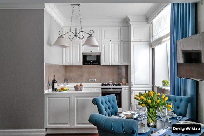 Встроенная кухня в стиле современная классика со шкафами до потолка