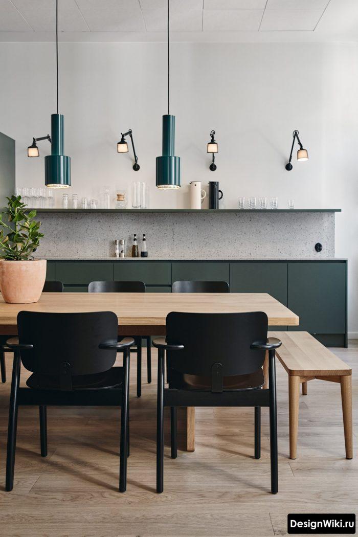 Дизайнерское освещение кухни с открытой полкой