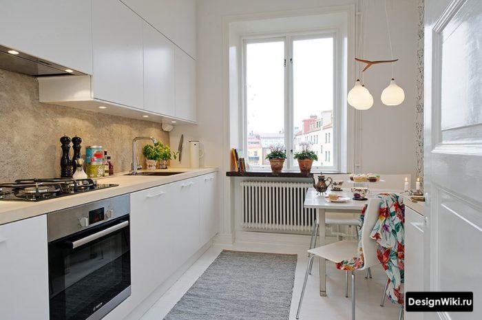 Дизайн кухни в стиле минимализм с верхними шкафами под потолок