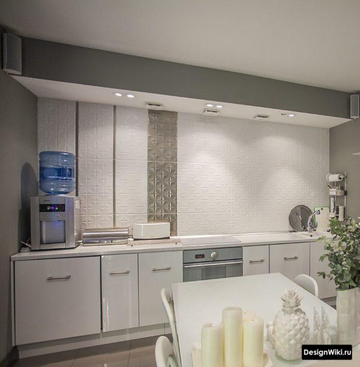 Дизайн кухни и без верхних шкафов и без полок
