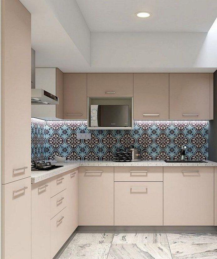Дизайн кухни с матовыми бежевыми шкафами