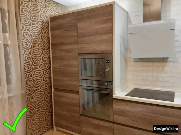 Дизайн обоев с орнаментом на современной кухне