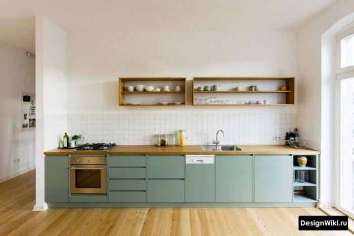 Интерьер бирюзовой кухни без верхних шкафов