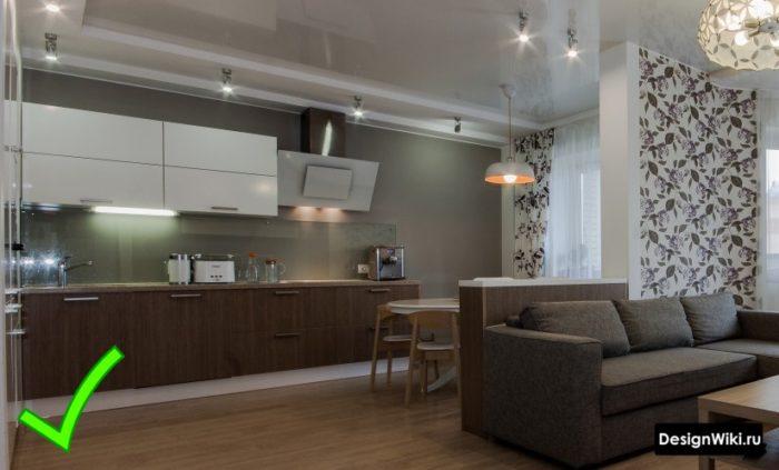 Комбинированные обои в интерьере кухни-гостиной