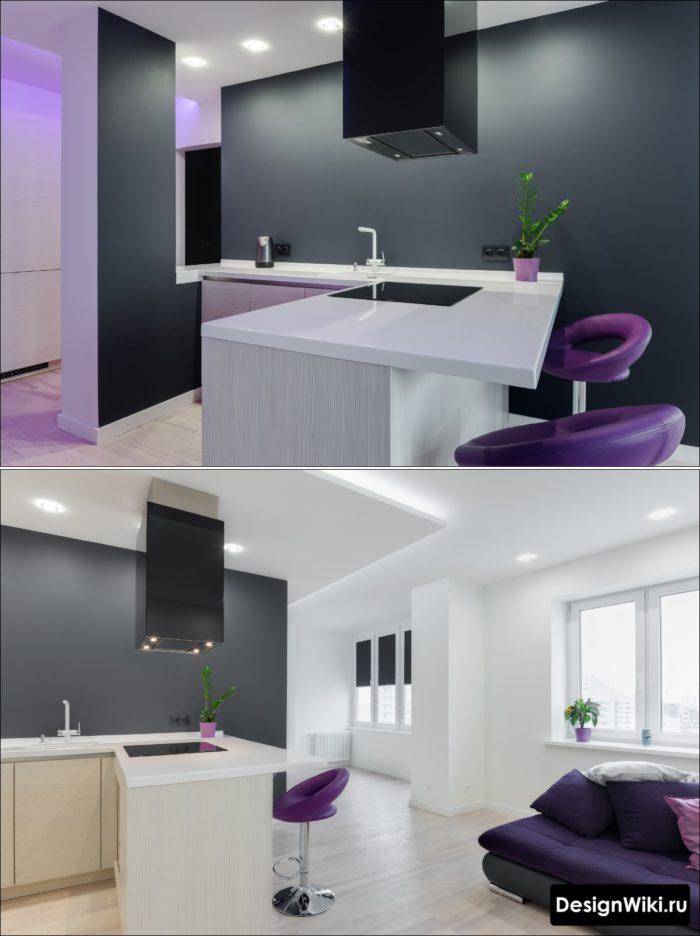 Коробчатая черная вытяжка на кухне без верхних шкафов с островом