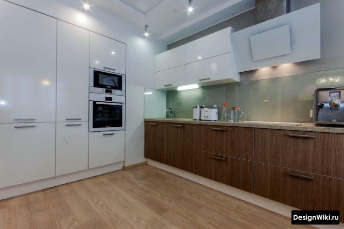 Минималистичный дизайн кухни в реальной квартире