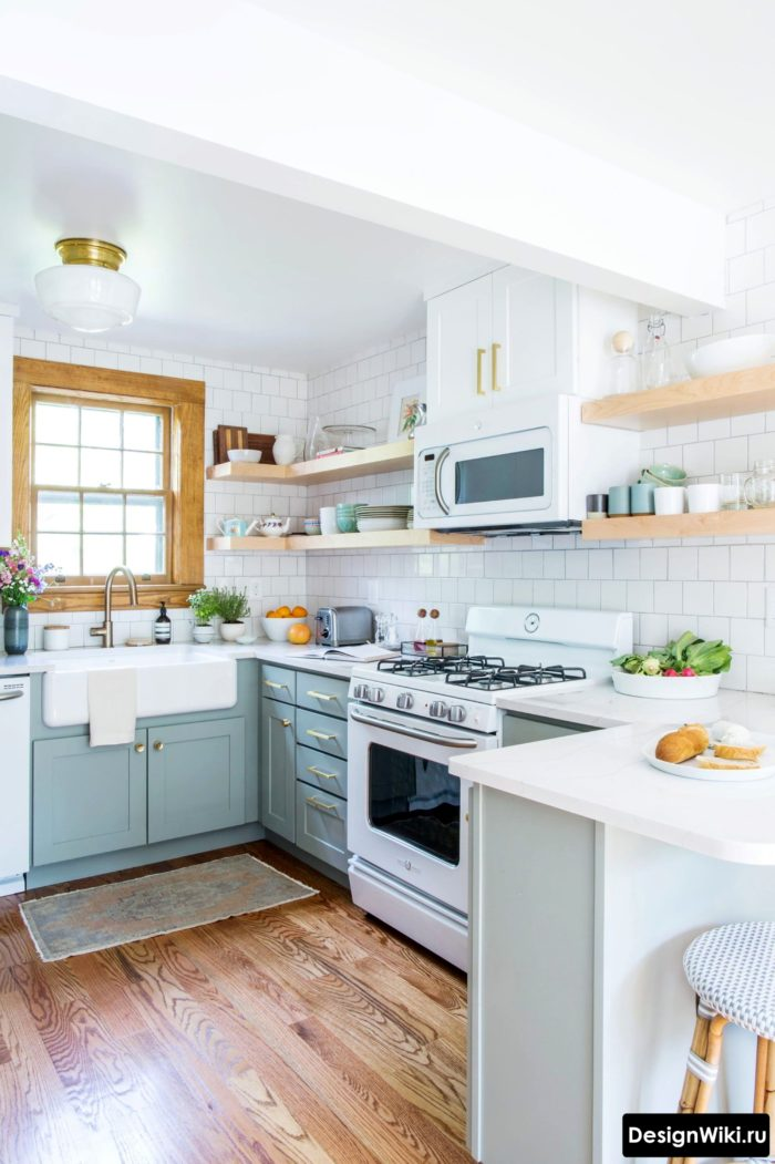 Небольшая П-образная кухня без верха в скандинавском стиле