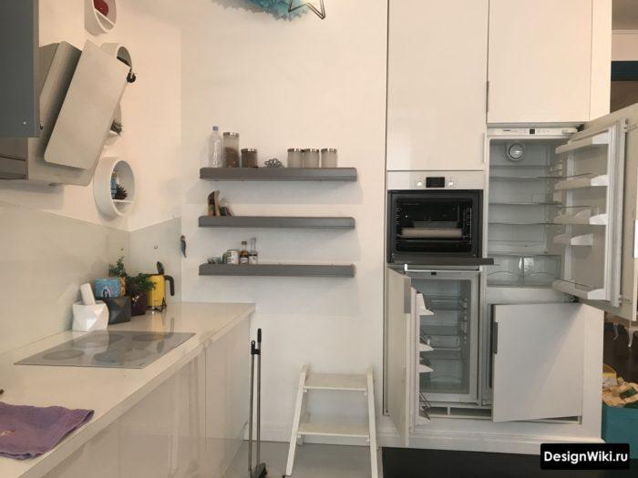 Отдельный пенал для техники в кухне без верхних шкафчиков