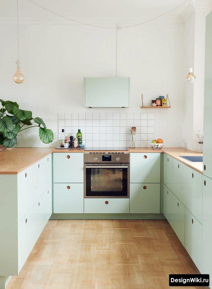 П-образная кухня без навесных шкафчиков