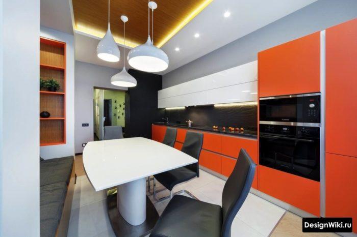 Роскошная кухня с оранжевыми фасадами