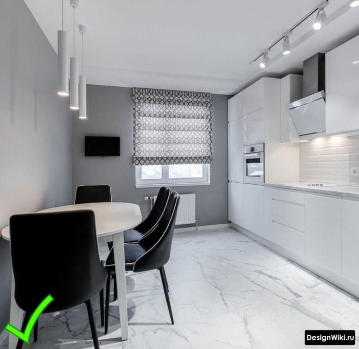 Серые современные обои для белой красивой кухни