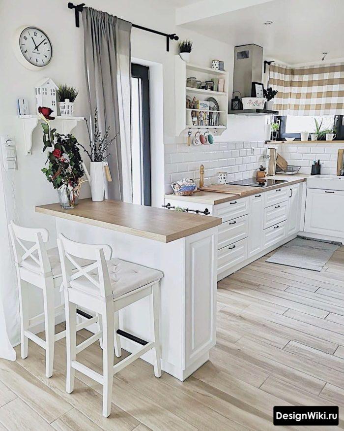 Скандинавская кухня с барной стойкой без навесных шкафов