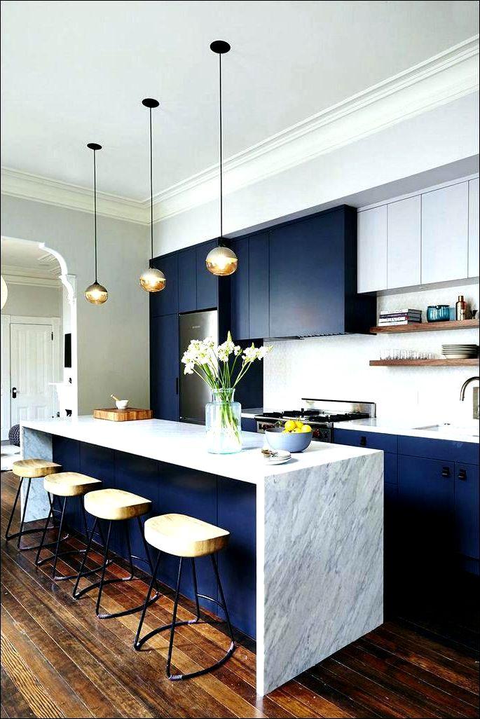 Современный дизайн тёмно-синей кухни