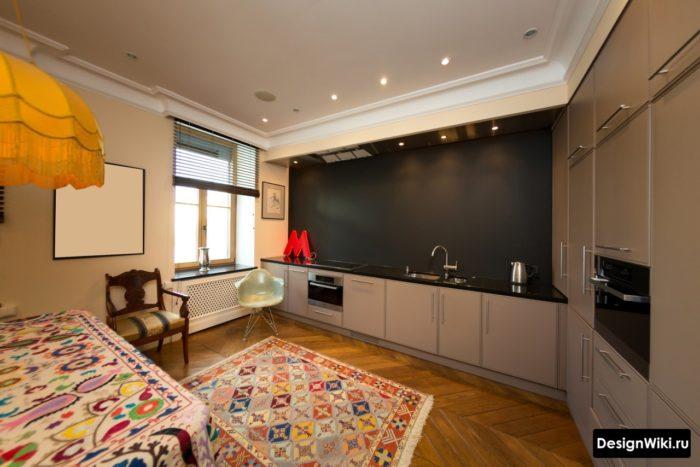 Угловая кухня со свободной стеной