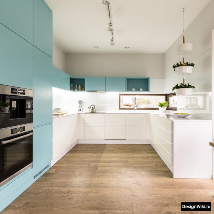 Узкие верхние шкафы на кухне