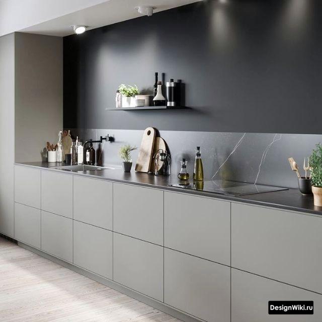 Фартук из камня и переход в черную краску на кухне без верхнего ряда
