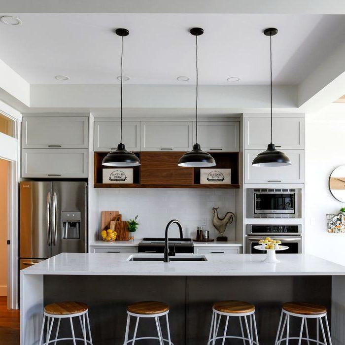 Фасады с фрезеровкой в современном дизайне кухни