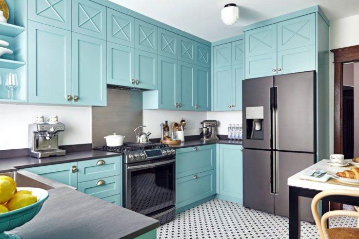 бирюзовые фасада с фрезеровкой на кухне в скандинавском стиле